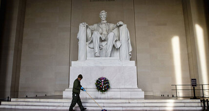Philanthropist donates $18 million to refurbish Lincoln Memorial