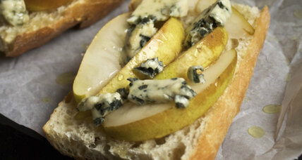 Pear and blue cheese tartine