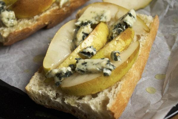 Pear and blue cheese tartine - CSMonitor.com