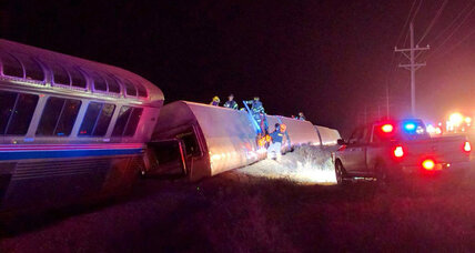 30 injured when L.A. to Chicago Amtrak train derails in Kansas
