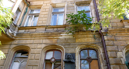 In Ukraine, why is Gogol's former home boarded up?