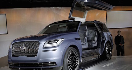 Lincoln Navigator SUV concept dazzles at New York Auto Show