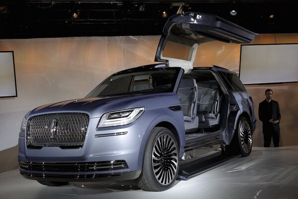 lincoln navigator suv concept dazzles at new york auto show. Black Bedroom Furniture Sets. Home Design Ideas