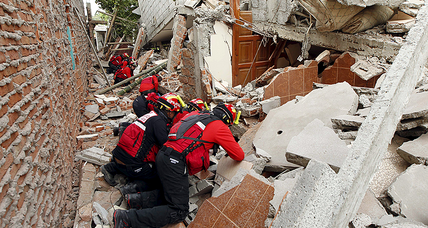 'No Ecuadoran is alone' after 7.8 magnitude earthquake (+video)