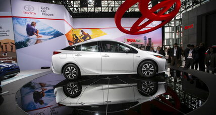 Auto industry expands promotion of electric-car benefits