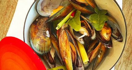 Steamed mussels in lemongrass broth
