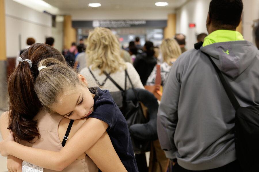 Senators to airlines: Free the checked baggage - CSMonitor.com