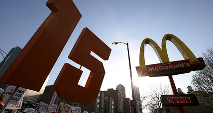 $15 minimum wage will lead to robots, says McDonald's ex-CEO. Will it? (+video)