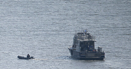 Vintage P-47 aircraft crashes in Hudson River, pilot killed