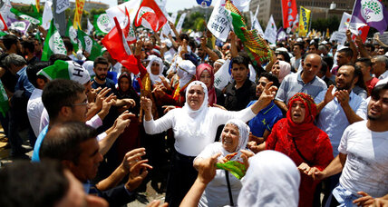 Protests in Istanbul as immunity is stripped from Kurdish lawmakers