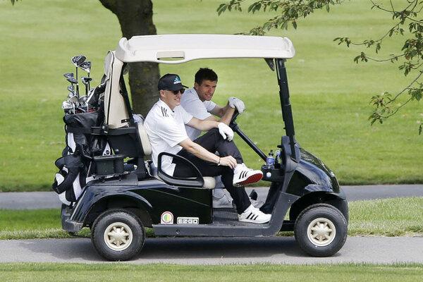Golf carts get an upgrade from mercedes benz for Mercedes benz golf cart