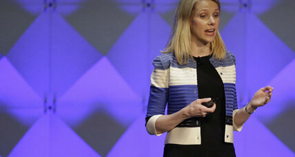 Yahoo prepares for sale amid low earnings
