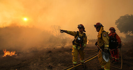 Firefighters battle fast-spreading Santa Clarita fire
