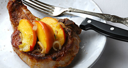 Spicy pork chops with balsamic peaches