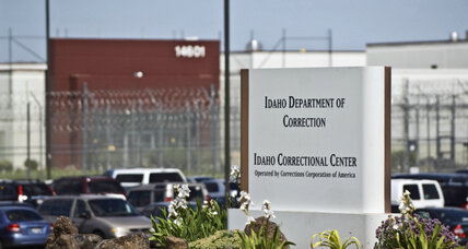 Private prisons to be phased out, Obama administration seeks higher goal