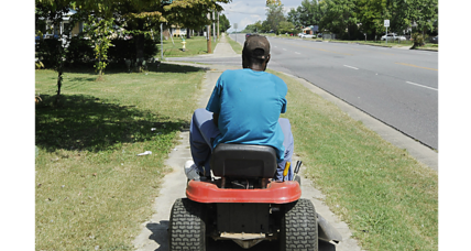 This college student started mowing lawns for older residents free of charge
