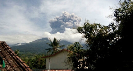 Mount Barujari: 1,000 tourists evacuated in Indonesia after volcano eruption