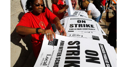 Chicago sidesteps strike: How to rebuild trust between teachers and the city?