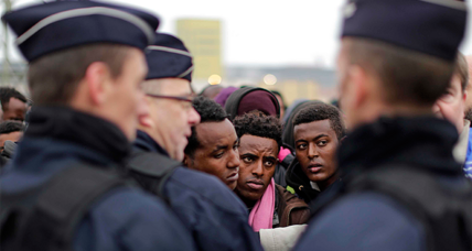 France clears the 'Jungle' refugee camp in Calais (+video)