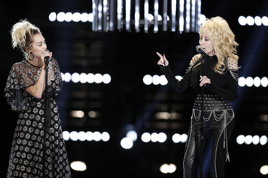 Nbc Christmas Of Many Colors.Dolly Parton Performs On Voice Before Christmas Of Many