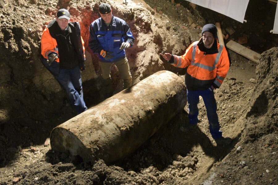 Ww2 Christmas Day.Unexploded Wwii Bomb Forces Christmas Day Evacuations In