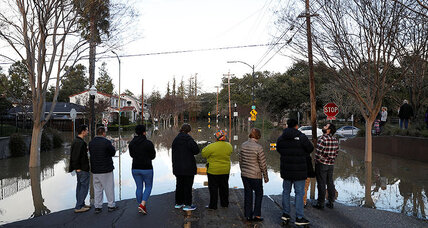 Flood waters force thousands from homes in Northern California