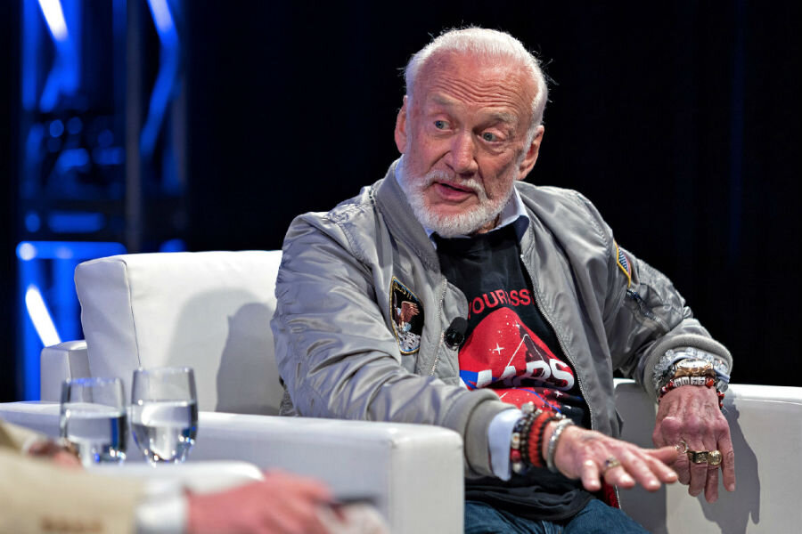 buzz aldrin dreams of a colony on mars  could vr make it a