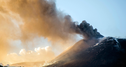 Tourists narrowly escape as Mount Etna spews molten rocks