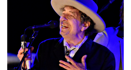Bob Dylan says he will finally get around to picking up that Nobel Prize