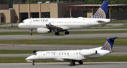 United to compensate people on flight when man dragged off