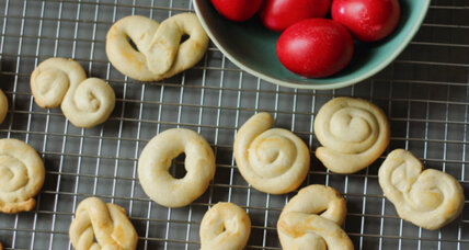 Greek Easter cookies (Koulourakia)