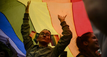 Romanian rights groups urge parliament to halt same-sex marriage referendum