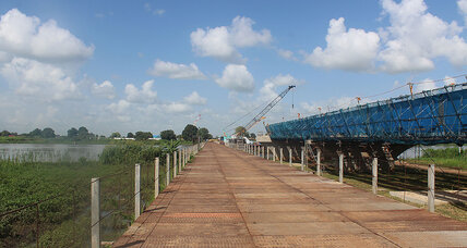 In South Sudan's capital, a bridge – and a nation – on hold