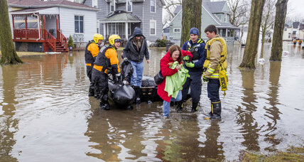Rescue workers aid residents during Midwest flooding