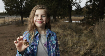 Girl finds 65 million year old fossil in Oregon field