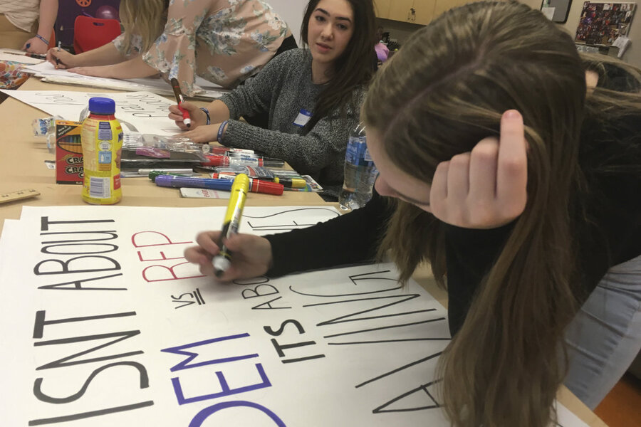 Students affected by Las Vegas shooting rally behind Parkland survivors