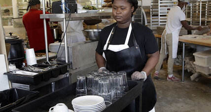 As economy hums, fewer workers make minimum wage