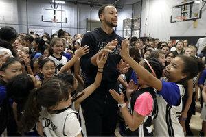 NBA star Steph Curry hosts all-girls