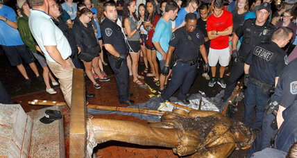 Student protesters tear down UNC's Confederate statue