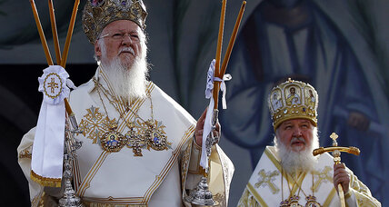 In struggle over Ukrainian Orthodox communion, a political hornet's nest