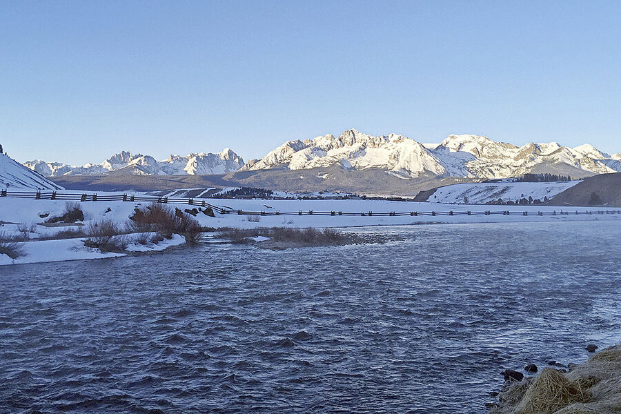 In Idaho, the plight of salmon spawns an unorthodox proposal