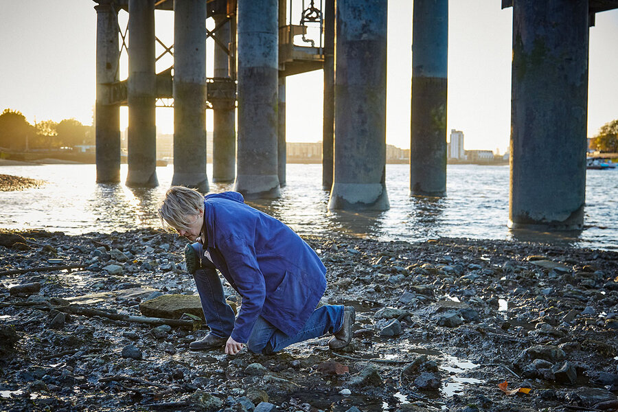 'Mudlarks' dig up London's past on the banks of the River Thames
