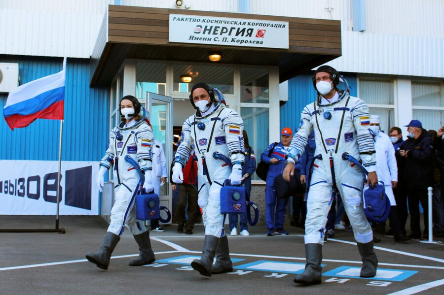 Actors in space: Russians, Capt. Kirk lift off to new heights - Christian Science Monitor