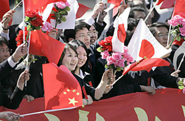 Chinese President Hu's visit to Japan boosts warming trend