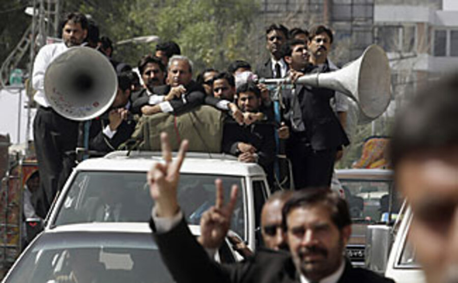 Pakistan tries to derail popular cross-country protest - CSMonitor com