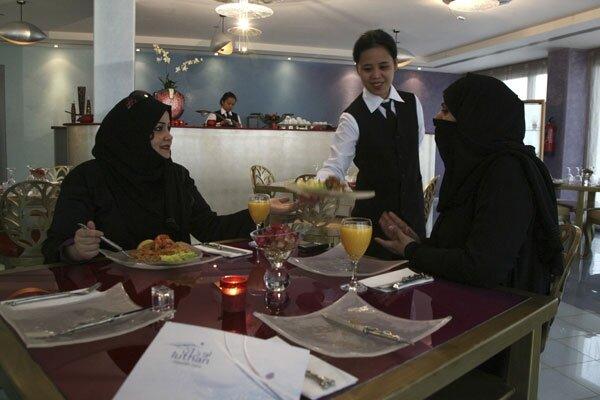 Saudi Arabia Dining by gender CSMonitorcom : articlephoto1177 from www.csmonitor.com size 600 x 400 jpeg 111kB