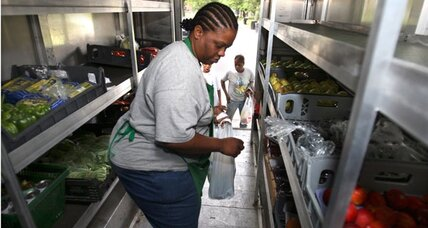 Taking fresh fruits and veggies to 'food deserts'