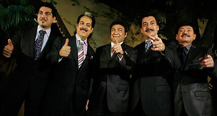 Los Tigres del Norte sing of censorship, bail on Mexican award