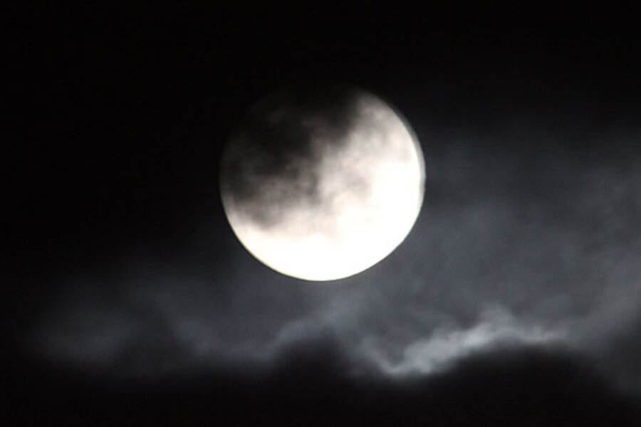 Blue moon 2009: a New Year's Eve rarity - CSMonitor.com  Blue moon 2009:...