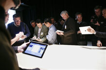 csmarchives/2010/02/afplivethree168001-US-IT-APPLE-IPAD.jpg